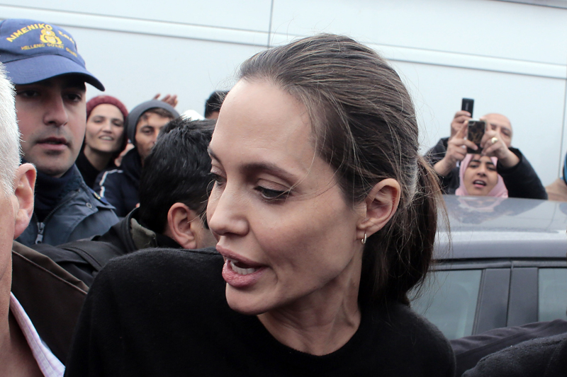 Angelina jolie anorexia crisis down to 79 lbs national enquirer