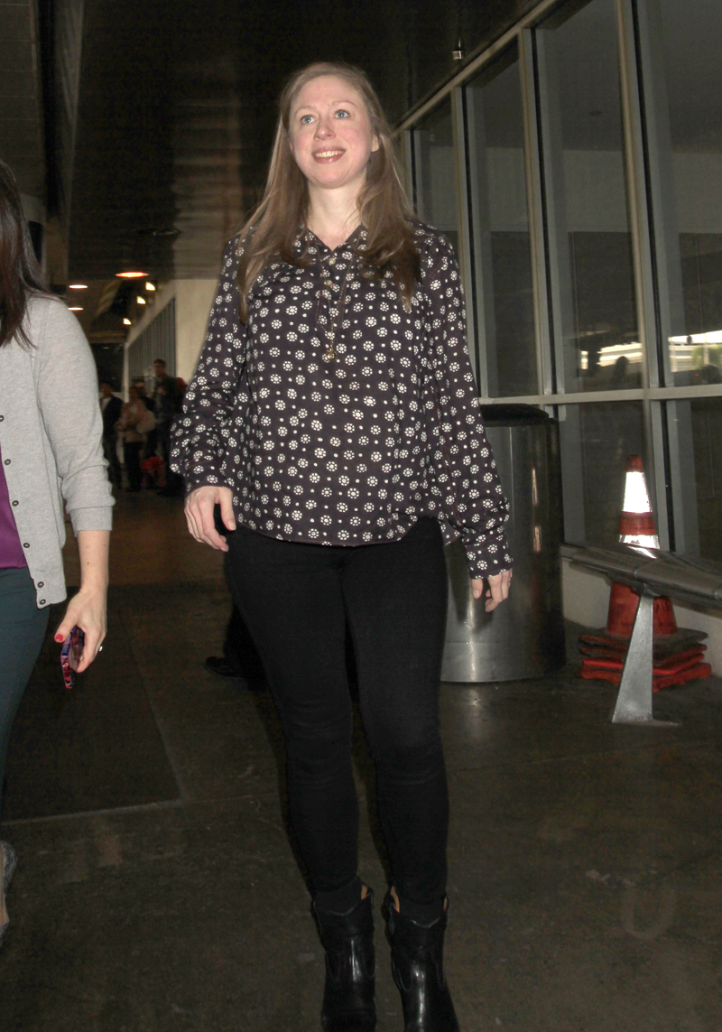 Makeup-Free Chelsea Clinton Looks Like 'Real' Dad ... Chelsea Clinton Pregnant