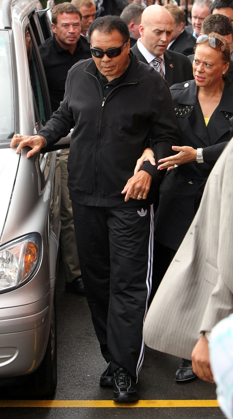 muhammad ali � family puts off feud at deathbed national
