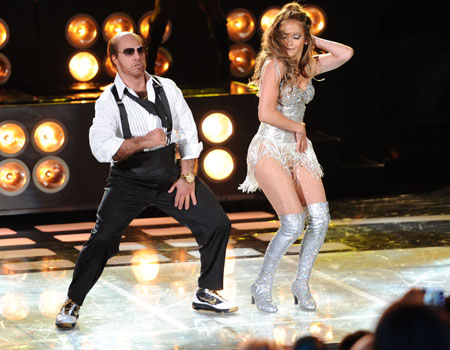 Tom Cruise and Jennifer Lopez bust a move!