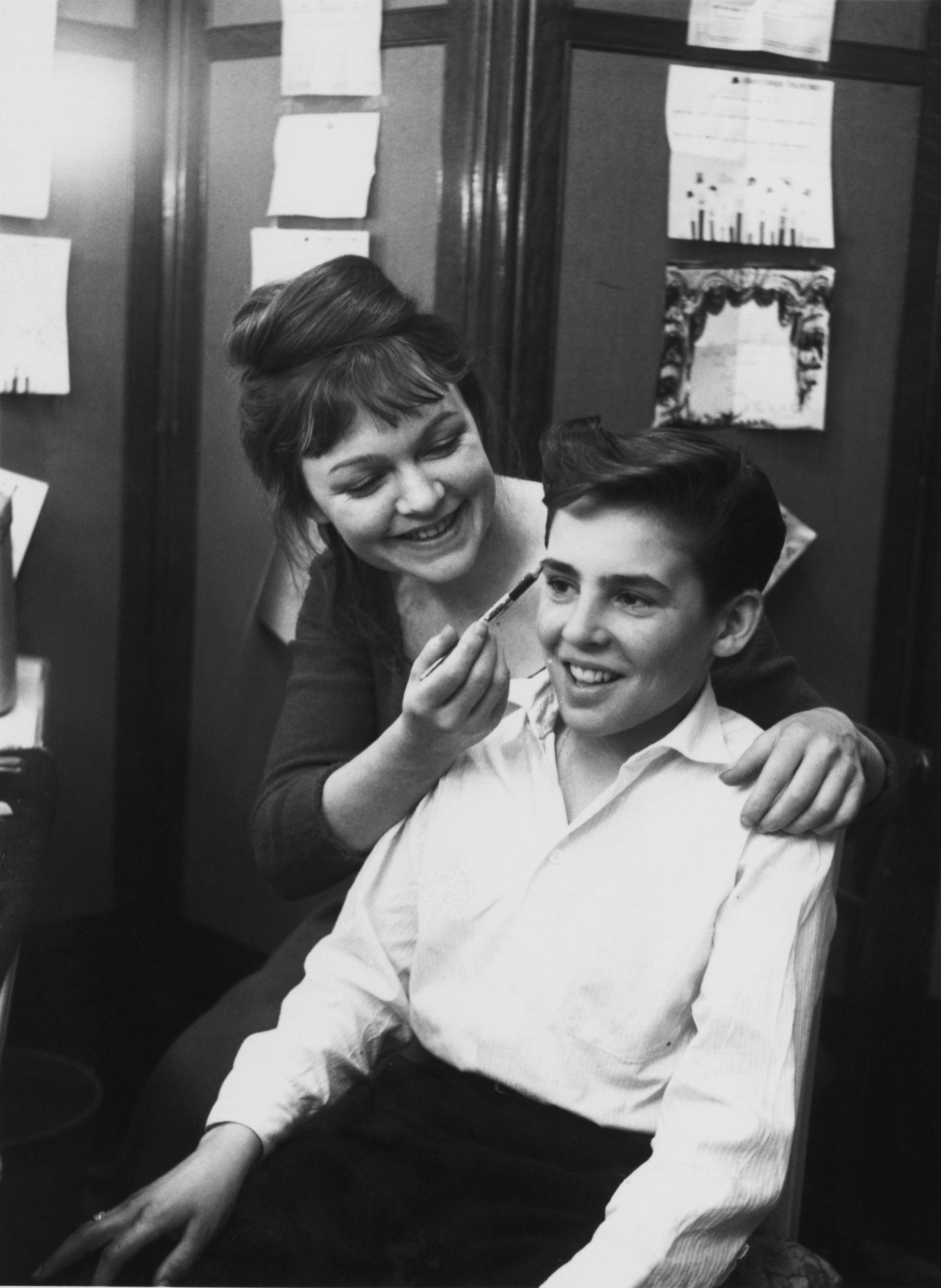 Child star Davy with actress Vivienne Martin in 1962 for a production of the musical <I>Oliver!<I>